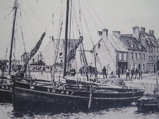 Louis Héloïse dans le port de Barefleur